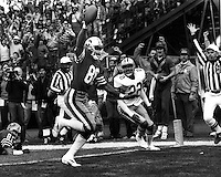 San Francisco wide reciever Jerry Rice scores Touchdown..(Dec 22,1985) photo/Ron Riesterer
