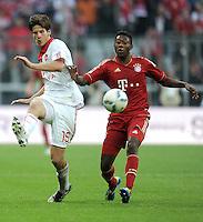 FUSSBALL   1. BUNDESLIGA  SAISON 2011/2012   11. Spieltag FC Bayern Muenchen - FC Nuernberg        29.10.2011 David Alaba (re, FC Bayern Muenchen)  gegen Timothy Chandler (1 FC Nuernberg)