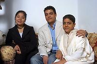 VEDANO AL LAMBRO (MB) Italy: la famiglia di MOSTAFA.JMAALI ( Marocco, 1959).  il figlio  YOUNES (1981) con la sua compagna cinese YU XIAOYI (1983 ) e ANASS (1991) il fratello minore.VEDANO AL LAMBRO (MB): The family of MOSTAFA.JMAALI (Morocco, 1959). The son YOUNES (1981) with its Chinese partner YU XIAOYI (1983) and ANASS (1991) the youngest son.