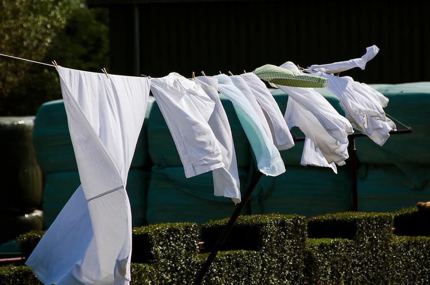 Nederland, Zaanstad, 4 sept 2014<br /> Was hangt te drogen, buiten aan de waslijn bij een boerderij.    <br /> Foto: (c) Michiel Wijnbergh