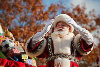 Santa Claus throws kisses to the people during the 89th Macy's Thanksgiving Annual Day Parade in the Manhattan borough of New York.  11/26/2015. Eduardo MunozAlvarez/VIEWpress