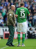 FUSSBALL   1. BUNDESLIGA   SAISON 2011/2012   34. SPIELTAG SV Werder Bremen - FC Schalke 04                       05.05.2012 Trainer Thomas Schaaf (li) und Sebastian Proedl (re, SV Werder Bremen)