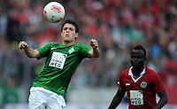 FUSSBALL   1. BUNDESLIGA   SAISON 2012/2013   3. SPIELTAG Hannover 96 - SV Werder Bremen     15.09.2012 Zlatko Junuzovic (li, SV Werder Bremen) gegen Didier Ya Konan (re, Hannover 96)
