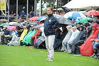 KAATSEN: FRANEKER: 29-07-2015, PC, Gert-Anne van der Bos, Taeke Triemstra en Daniël Iseger hebben woensdag finale van de 162ste PC in Franeker gewonnen van Jan Dirk de Groot, Renze Hiemstra en Hans Wassenaar 5-2 en 6-2, aan de opslag Gert-Anne van der Bos (Koning), vrouwlijke scheidsrechter Astrid Kooistra, ©foto Martin de Jong