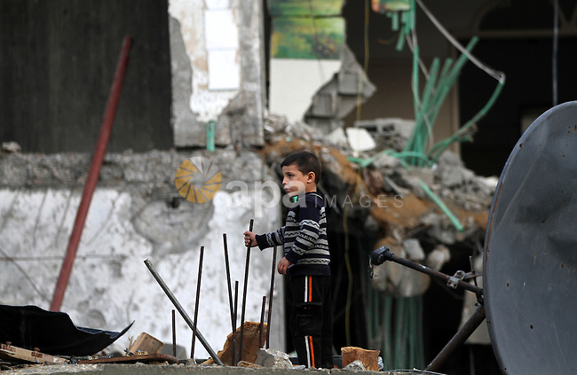 Palestinian Family members inspect thier house destroyed during a recent Israeli airstrike in Gaza City, 23 November 2012. Palestinians and Israelis on both sides of the Gaza border tried to resume everyday life after a ceasefire was declared at 1900 GMT 21 November, ending eight days of cross-border violence. Photo by Majdi Fathi