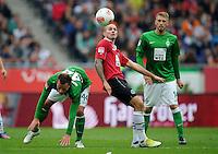 FUSSBALL   1. BUNDESLIGA   SAISON 2012/2013   3. SPIELTAG Hannover 96 - SV Werder Bremen     15.09.2012 Leon Andreasen (Mitte, Hannover 96) gegen Philipp Bargfrede (li) und Aaron Hunt (re, beide SV Werder Bremen)