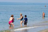 Roma 16 Luglio 2013<br /> Le vacanze solidali allo stabilimento balneare &ldquo;L&rsquo;Arca&rdquo; di Ostia<br /> Lo stabilimento balneare &ldquo;L&rsquo;Arca&rdquo; di Ostia  dalla Caritas diocesana di Roma, <br /> &egrave;  una struttura per vacanze attrezzata  pensate per famiglie con bambini ed anziani. In essa ogni giorno, a turni settimanali, sono ospitati 250 anziani seguiti dai servizi sociali dei municipi, e alcuni degli ospiti dei centri Caritas. <br /> The bathing establishment &quot;The Ark&quot; of Ostia from Caritas of Rome,<br /> is a structure equipped for holidays suitable for families with children and the elderly. In it every day, at weekly shifts, are housed 250 elderly followed by social services in the municipalities, and some of the guests of Caritas centers.