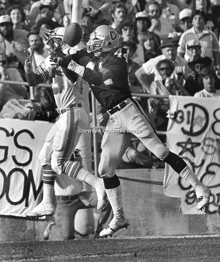 Raider cornerback #44 Burgess Owens  breaks up pass (1980 photo by Ron Riesterer)