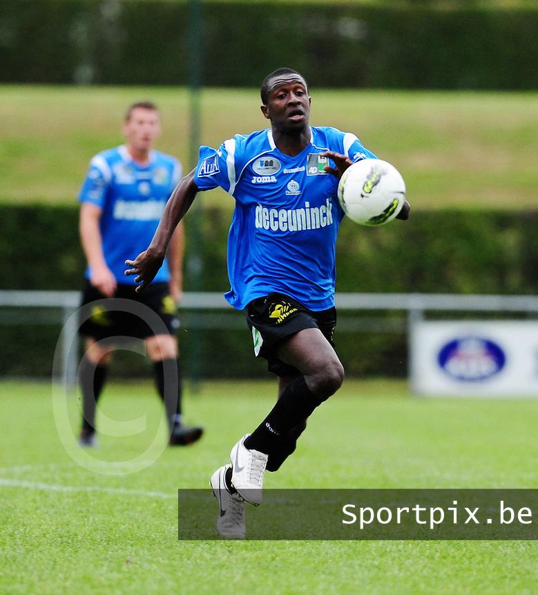 KSV Roeselare : Max El Hadji Diouf aan de bal.foto VDB / BART VANDENBROUCKE