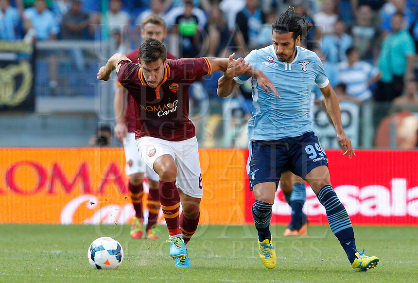 Calcio, Serie A: Roma vs Lazio. Roma, stadio Olimpico, 22 settembre 2013.<br /> AS Roma midfielder Kevin Strootman, of the Netherlands, left, is challenged by Lazio forward Sergio Floccari during the Italian Serie A football match between AS Roma and Lazio, at Rome's Olympic stadium, 22 September 2013.<br /> UPDATE IMAGES PRESS/Riccardo De Luca