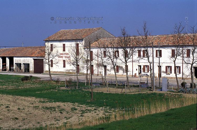 Delta del Po,  case di bonifica, condominio Gorino Sullam<br /> Po Delta, traditional houses, Gorino Sullam