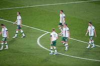 FUSSBALL  EUROPAMEISTERSCHAFT 2012   VORRUNDE Italien - Irland                       18.06.2012 Enttaeuschte Spieler aus Irland nach dem 1:0