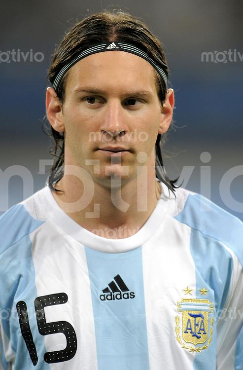 Olympia 2008  Peking  Fussball  Maenner   07.08.2008 Elfenbeinkueste - Argentinien Lionel Messi (ARG).