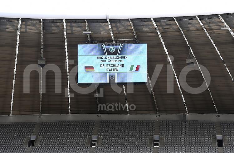 FUSSBALL INTERNATIONAL TESTSPIEL in Muenchen in der Allianz Arena Deutschland - Italien    29.03.2016  Anzeigentafel der Allianz Arena