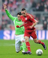 FUSSBALL   1. BUNDESLIGA  SAISON 2011/2012   19. Spieltag FC Bayern Muenchen - VfL Wolfsburg      28.01.2012 Chris (li, VfL Wolfsburg)  gegen Franck Ribery (FC Bayern Muenchen)
