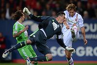 FUSSBALL   1. BUNDESLIGA  SAISON 2012/2013   3. Spieltag FC Augsburg - VfL Wolfsburg           14.09.2012 Torwart Diego Benaglio (li, VfL Wolfsburg) gegen Andreas Ottl (FC Augsburg)