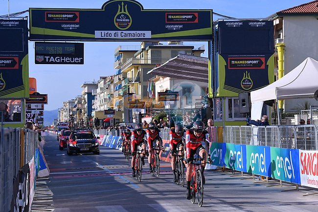 BMC Racing Team cross the finish line to win the 1st stage of the race of the two seas, 52nd Tirreno-Adriatico by NamedSport a 22.7km Team Time Trial around Lido di Camaiore, Italy. 8th March 2017.<br /> Picture: La Presse/Gian Mattia D'Alberto | Cyclefile<br /> <br /> <br /> All photos usage must carry mandatory copyright credit (&copy; Cyclefile | La Presse)