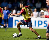 Pablo Mastroeni carries the ball during training in Hamburg, Germany, for the 2006 World Cup, June, 6, 2006.
