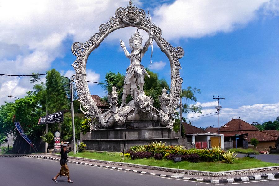 Bali, Gianyar. Another large statue in Gianyar city.