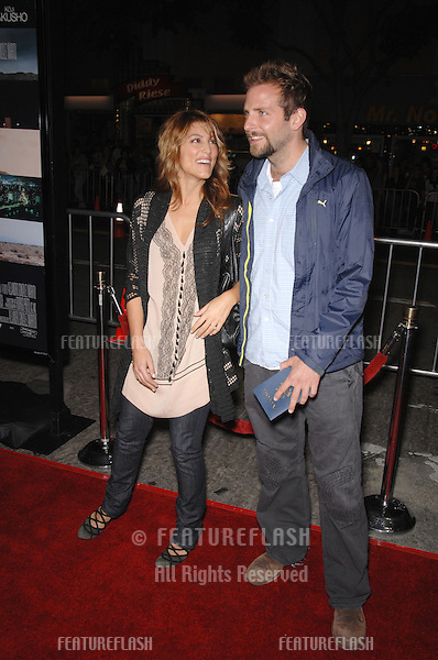 "JENNIFER ESPOSITO & BRADLEY COOPER at the Los Angeles premiere of ""Babel""..November 5, 2006  Los Angeles, CA.Picture: Paul Smith / Featureflash"