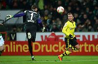 FUSSBALL   1. BUNDESLIGA   SAISON 2012/2013    18. SPIELTAG SV Werder Bremen - Borussia Dortmund                   19.01.2013 Sebastian Mielitz (li, SV Werder Bremen) gegen Mario Goetze (re, Borussia Dortmund)