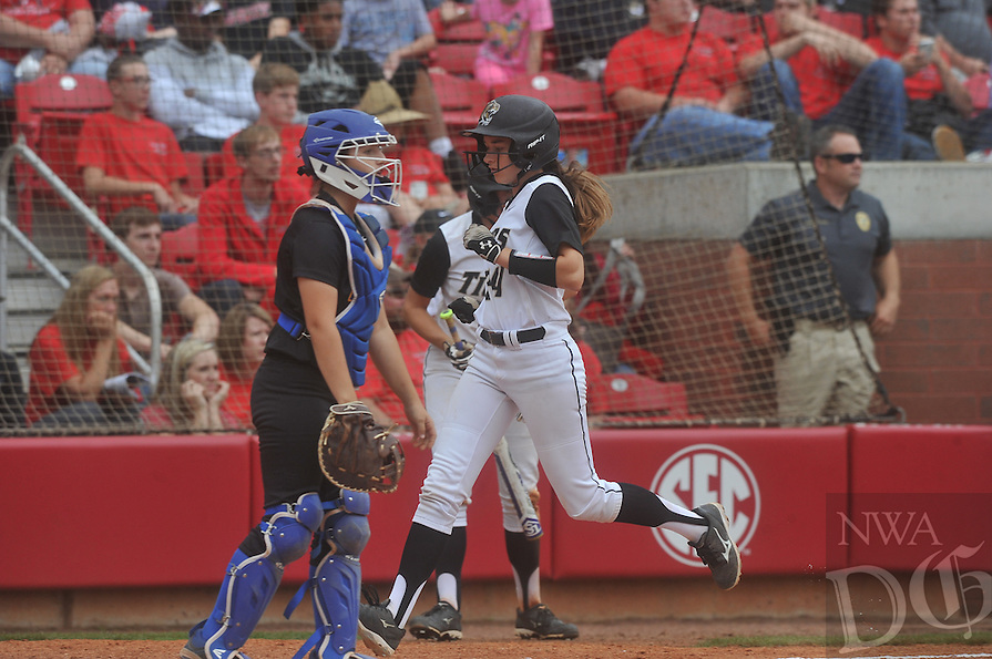 NWA Democrat-Gazette/MICHAEL WOODS &bull; @NWAMICHAELW<br /> Bentonville vs North Little Rock Friday May 20, 2016 during the 7A State Championship Softball game at Bogle Park in Fayetteville.