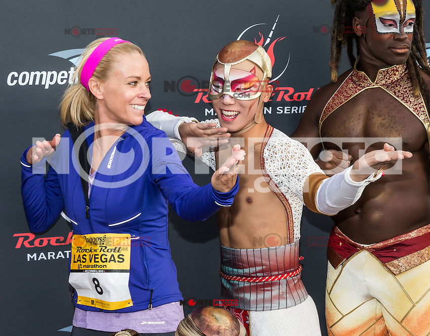LAS VEGAS, NV - December 2 : Kate Gosselin with cast of Ka pictured at  Rock and Roll Marathon & 1/2 on The Las Vegas Strip at Night on December 2, 2012 in Las Vegas, Nevada. © Kabik/ Starlitepics /MediaPunch Inc. ©/NortePhoto /NortePhoto©