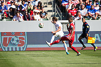 Carson, CA - Sunday, February 8, 2015 Mix Diskerud (10) of the USMNT crosses the ball. The USMNT defeated Panama 2-0 during an international friendly at the StubHub Center.