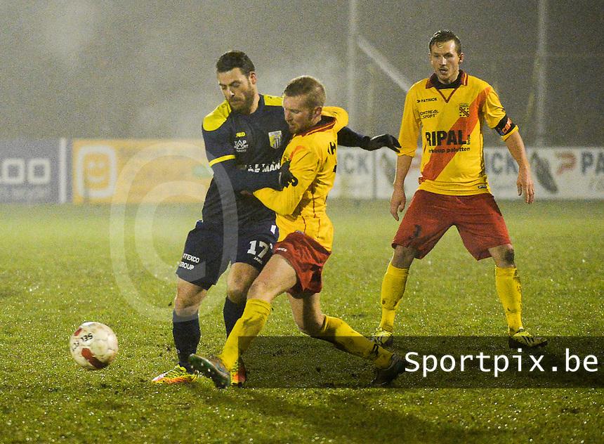 Eendracht Wervik - FC Lebbeke :<br /> stevig duel tussen Mattis Persoons (L) en Jelle popelier (M)<br /> Foto VDB / Bart Vandenbroucke