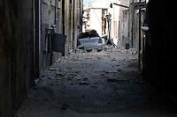 Aquila 6 Aprile 2009.Terremoto L'Aquila.Una via del centro storico piena di macerie.A street of the old town full of driftwood.