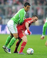 FUSSBALL   1. BUNDESLIGA  SAISON 2011/2012   19. Spieltag FC Bayern Muenchen - VfL Wolfsburg      28.01.2012 Makoto Hasebe (li, VfL Wolfsburg) gegen Franck Ribery (FC Bayern Muenchen)