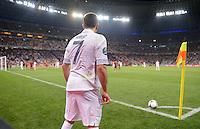 FUSSBALL  EUROPAMEISTERSCHAFT 2012   VIERTELFINALE Spanien - Frankreich      23.06.2012 Franck Ribery (Frankreich) bereitet sich auf die Ausfuehrung eines Eckballs vor