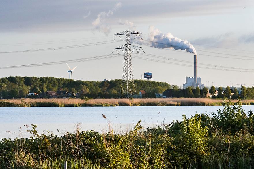 Nederland, Landsmeer, 20170509<br /> Natuurgebied Het Twiske.  Met op de achtergrond de Hemweg centrale en electriciteitsmast en windmolen.<br /> <br /> Foto: (c) Michiel Wijnbergh