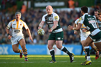 Dan Cole of Leicester Tigers passes the ball. Aviva Premiership match, between Leicester Tigers and Wasps on November 1, 2015 at Welford Road in Leicester, England. Photo by: Patrick Khachfe / Onside Images