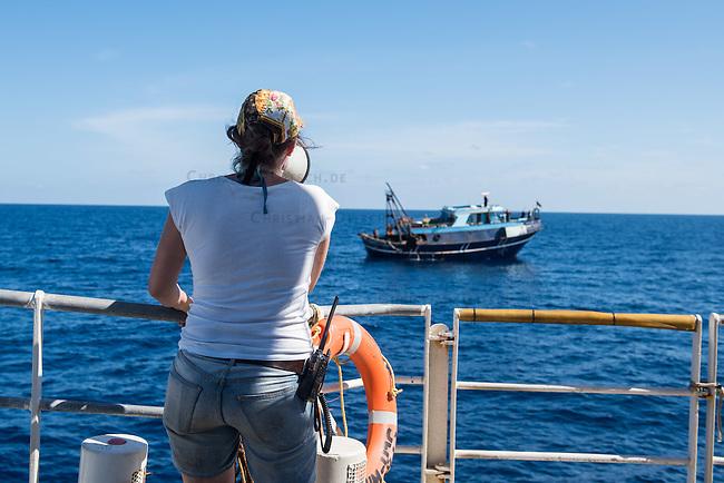 Sea Watch-2.<br /> Die Sea Watch-2 ist zu ihrer 13. SAR-Mission vor der libyschen Kueste.<br /> Im Bild: Ein libysches Fischerboot an der 24 Meilenzone hat um medizinische Hilfe gebeten. Der Sea Watch-2 hat Kontakt zu den Fischern aufgenommen. Die in der Naehe befindliche &quot;Bourbon Argus&quot; der Hilfsorganistion &quot;Mediziner ohne Grenzen&quot; (MSF) uebernimmt die medizinische Hilfe, da es dort eine arabisch sprechende Aerztin gibt.<br /> 19.10.2016, Mediterranean Sea<br /> Copyright: Christian-Ditsch.de<br /> [Inhaltsveraendernde Manipulation des Fotos nur nach ausdruecklicher Genehmigung des Fotografen. Vereinbarungen ueber Abtretung von Persoenlichkeitsrechten/Model Release der abgebildeten Person/Personen liegen nicht vor. NO MODEL RELEASE! Nur fuer Redaktionelle Zwecke. Don't publish without copyright Christian-Ditsch.de, Veroeffentlichung nur mit Fotografennennung, sowie gegen Honorar, MwSt. und Beleg. Konto: I N G - D i B a, IBAN DE58500105175400192269, BIC INGDDEFFXXX, Kontakt: post@christian-ditsch.de<br /> Bei der Bearbeitung der Dateiinformationen darf die Urheberkennzeichnung in den EXIF- und  IPTC-Daten nicht entfernt werden, diese sind in digitalen Medien nach &sect;95c UrhG rechtlich geschuetzt. Der Urhebervermerk wird gemaess &sect;13 UrhG verlangt.]