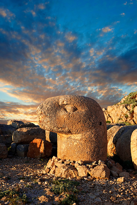Pictures of the statues of around the tomb of Commagene King Antochus 1 on the top of Mount Nemrut, Turkey. Stock photos & Photo art prints. In 62 BC, King Antiochus I Theos of Commagene built on the mountain top a tomb-sanctuary flanked by huge statues (8–9 m/26–30 ft high) of himself, two lions, two eagles and various Greek, Armenian, and Iranian gods. The photos show the broken statues on the  2,134m (7,001ft)  mountain.
