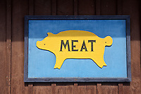 Wooden sign with a cut out of a pig and the word &quot;meat&quot;