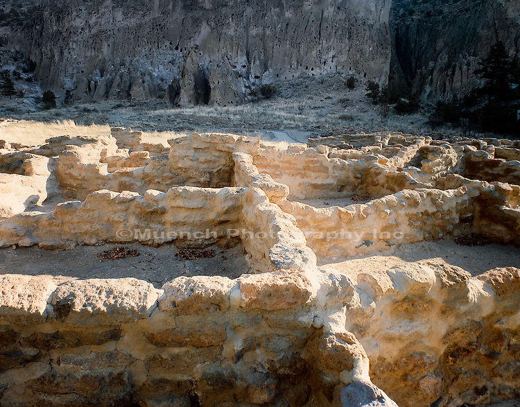 Tyuonyi ruin, Bandelier National Monument