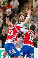 Pavel Horak (FAG) wirft gegen vorne links Hendrik Pekeler und rechts Florian Kehrmann (beide TBV)
