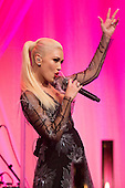 US singer Gwen Stefani performs at a state dinner for Italian Prime Minister Matteo Renzi, hosted by US President Barack Obama, on the South Lawn of the White House in Washington DC, USA, 18 October 2016. President Obama hosts his final state dinner, featuring celebrity chef Mario Batali and singer Gwen Stefani performing after dinner. <br /> Credit: Michael Reynolds / Pool via CNP