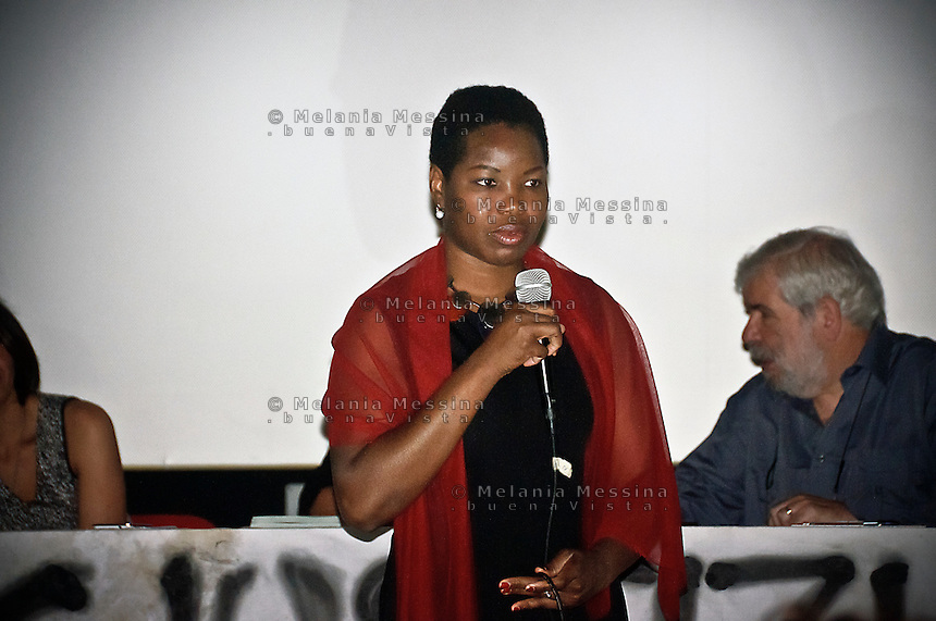 Isoke Aikpitanyi, la donna nigeriana che sfuggita all'oppressione della tratta di esseri umani, dedica la sua vita alla lotta al fenomeno.<br /> Isoke Aikpitanyi, a woman from Nigeria, former victim of human beings  trafficking, she managed to escape and now she is a symbol of the fight against  trafficking