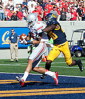 Ohio State Buckeyes wide receiver Devin Smith (9) catches a 47-yard touchdown pass form quarterback Kenny Guiton (13) during the NCAA football game at Memorial Stadium in Berkeley, California on Sept. 14, 2013. (Adam Cairns / The Columbus Dispatch)