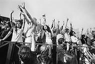 Manhattan, New York City, NY. April 27th, 1969. <br /> The cast of the rock musical 'Hair' during a free performance in New York's Central Park to mark the one year anniversary of it's Broadway debut. The musical celebrated hippies living in the 'Age of Aquarius' and several of its songs became anti-Vietnam War anthems.<br /> A l'occasion du premier anniversaire de la com&eacute;die musicale de Broadway 'Hair' , la troupe va se produire gratuitement &agrave; Central Park , certaines chansons du groupe sont devenues des symboles contre la guerre du Vietnam.