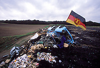 Vor 25 Jahren – das Ende der DDR. Rennpappen-Entsorgung.