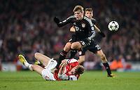 FUSSBALL  CHAMPIONS LEAGUE  ACHTELFINALE  HINSPIEL  2012/2013      FC Arsenal London - FC Bayern Muenchen       19.02.2013 Toni Kroos (li, FC Bayern Muenchen) gegen Per Mertesacker (re, Arsenal)