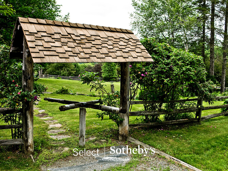 Select Sotheby's Realty photo - Todd Bissonette