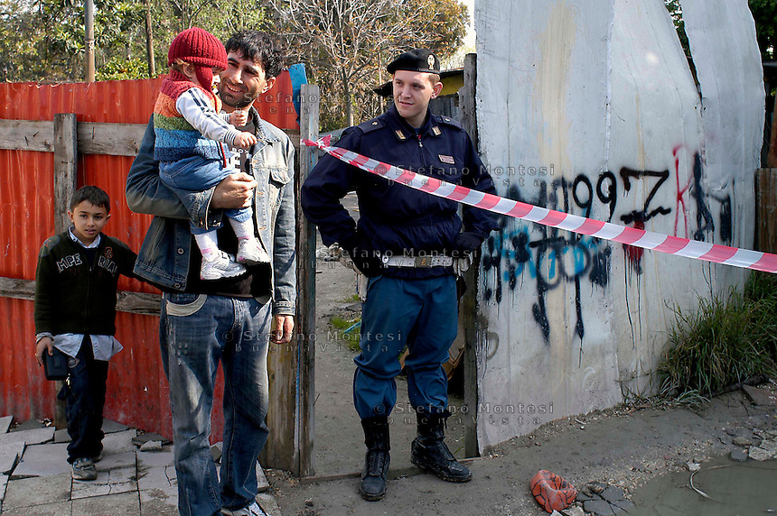 Rome Aprily 4 2008.Rom's camp Casilino 900.Father is child roma bosnian  with a policeman