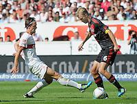 FUSSBALL   1. BUNDESLIGA  SAISON 2011/2012   3. Spieltag     20.08.2011 VfB Stuttgart - Bayer Leverkusen        Christian Gentner (VfB Stuttgart,li) gegen Simon Rolfes (Bayer 04 Leverkusen)