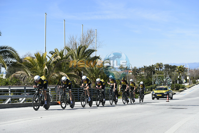 Team Lotto NL- Jumbo practice before the 1st stage of the race of the two seas, 52nd Tirreno-Adriatico by NamedSport a 22.7km Team Time Trial at Lido di Camaiore, Italy. 8th March 2017.<br /> Picture: La Presse/Fabio Ferrari | Cyclefile<br /> <br /> <br /> All photos usage must carry mandatory copyright credit (&copy; Cyclefile | La Presse)