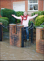 BNPS.co.uk (01202 558833)<br /> Pic: PhilYeomans/BNPS<br /> <br /> Plucky pensioner Gill Hayes keeps the Xmas spirit as flood waters threaten her house....<br /> <br /> The River Stour at Christchurch, Dorset, broke its banks last night causing the Iford Bridge Home Park to be evacuated as 3 feet of flood water swept through.